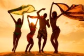 26659981-large-group-of-young-people-enjoying-a-beach-party
